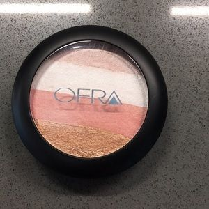 OFRA highlighter Blush Stripes in Illuminating